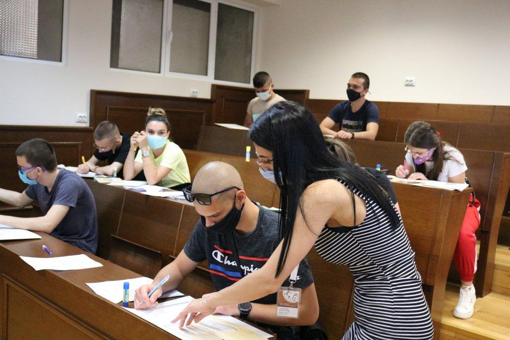 Започна записването на новоприетите студенти в Икономически университет – Варна