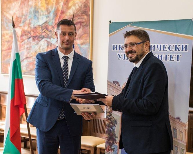 ИУ – Варна и БТА подписаха договор за сътрудничество при обучението, развитието и реализацията на студентите