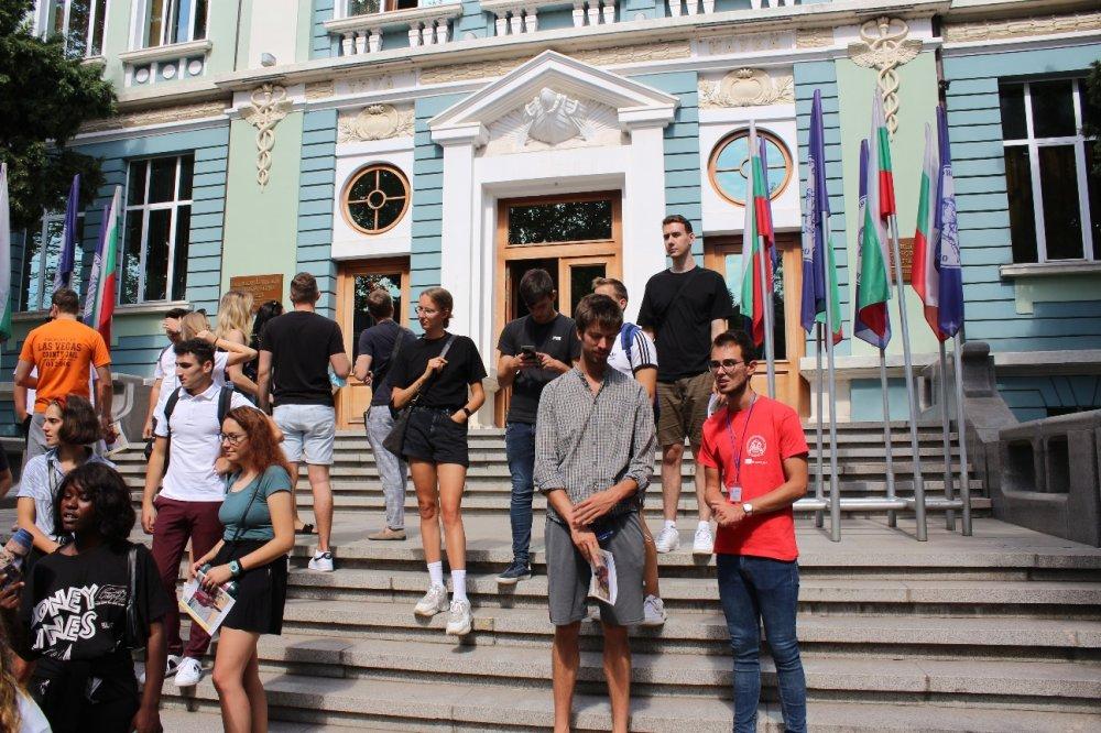 Икономически университет – Варна посрещна чуждестранните си студенти по програма