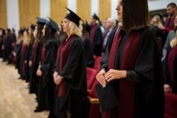 515 магистри се тържествено се дипломираха в ИУ – Варна